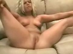 Kenzie, Blonde couch