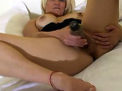 Mutters füße, Mature blond, Mature bed, On bed, Blonde amateur masturbates, Blonde amateur mature