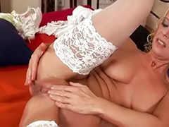 Ass fingering, Solo milf