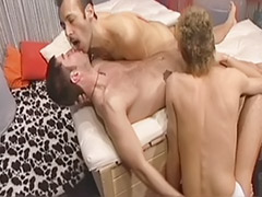 Threesomes gay, Threesome kiss, Threesome gay, Romances, Romance gay, Romance anal