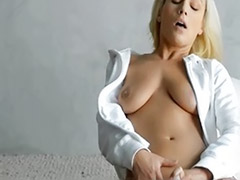 Solo snatch, Blonde vibrator