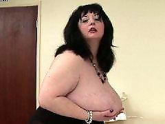 Pantat tembam, Pantat besar n buah dada besar, Kebesaran, Bontot besar dan tetek besar