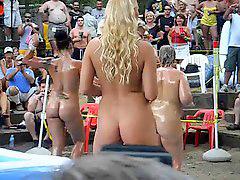 Outdoor, Oiled, Wrestling لقهم, Oiling, X wrestling, Outdoor girls