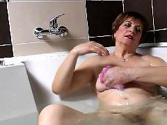 แมเย็ดลูก, อาบน้ำ